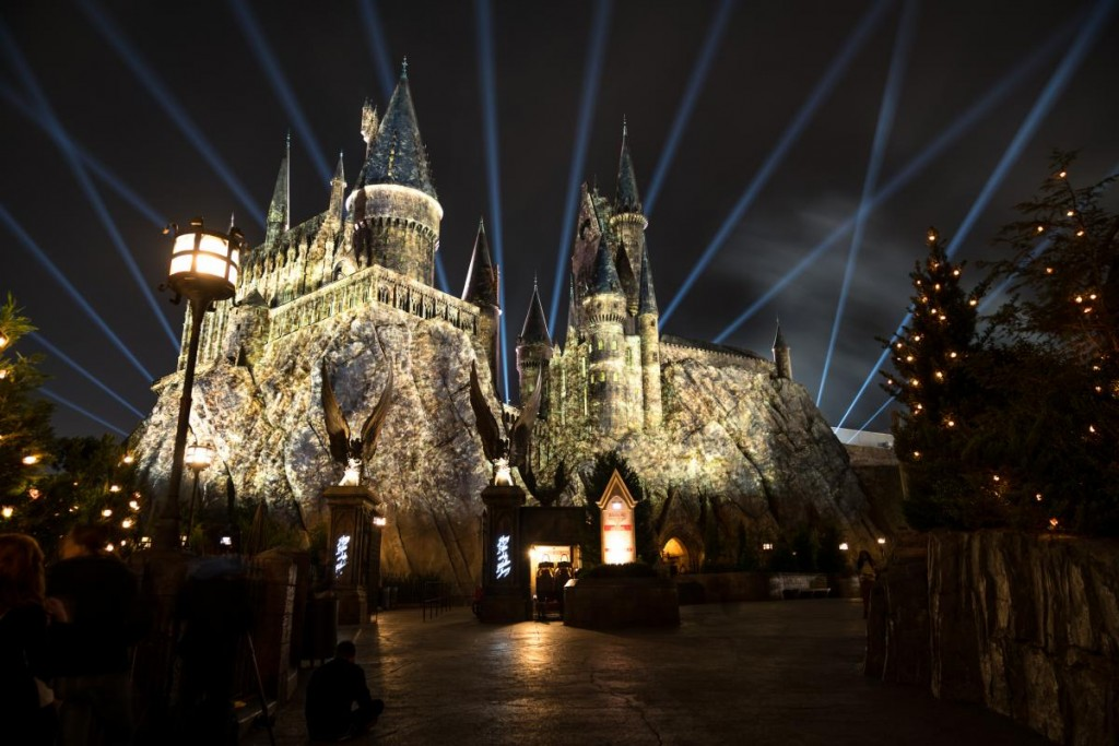 Nighttime_Lights_at_Hogwarts_Castle_at_Islands_of_Adventure_(12)